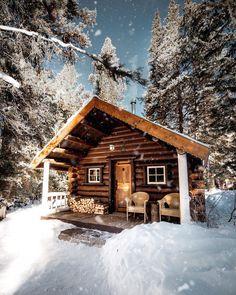 Small Log Cabin, Little Cabin, Log Cabin Homes, Cozy Cabin, Small Cabins, Tiny Log Cabins, Wood Cabins, Small Log Homes, Cabin In The Woods