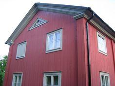 Knutlådor och orginalfönster Puts, Garage Doors, Shed, Villa, Outdoor Structures, Architecture, Outdoor Decor, House, Image