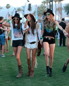 Celeb Photos: Alessandra Ambrosio at the 2013 Coachella Music Festival Coachella Festival, Festival Mode, Music Festival Outfits, Music Festival Fashion, Coachella 2013, Festival Style, Fashion Music, Music Festivals, Boho Chic