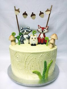 Woodland animal cake for a babyshower