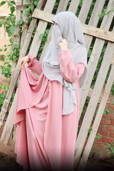 Niqab, Abaya Fashion, Fashion Dresses, Muslim Women Fashion, Womens Fashion, Elegant, Muslim Women, Fashion Show Dresses, Classy