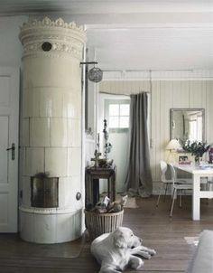 Love the kakelugn (swedish tile stove)