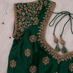 New Saree Blouse Designs, Blouse Designs Catalogue, Choli Blouse Design, Fancy Blouse Designs, Bridal Blouse Designs, Mirror Work Blouse Design, Stylish Blouse Design, Designer Blouse Patterns, Green Blouse