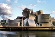 Frank Gehry-designed Guggenheim Museum in Bilbao, Spain Architecture Romane, Architecture Baroque, Post Modern Architecture, Futuristic Architecture, Amazing Architecture, Architecture Design, Frank Gehry, Rem Koolhaas, Museu Guggenheim Bilbao
