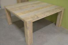 Vierkante tafel.