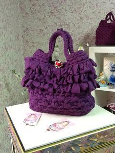 LULÙ Il modello e il punto ricordano tanto le borse di paglia...... Unica con il suo bottone gioiello realizzato a mano!!!!!!