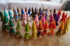 groep vilt kabouters, kegelpopjes, peg doll, felt gnomes, het Vrolijke Nest