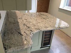 Beautiful river white granite vanity to inspire you Cost Of Granite Countertops, Marble Kitchen Counters, White Marble Kitchen, Granite Worktops, Granite Flooring, Kitchen Worktops, River White Granite, Stone Kitchen