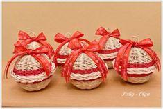 vianočné gule, Pletenie z pedigu   Artmama.sk Wicker Baskets, Origami, Christmas, Kids, Home Decor, Scrappy Quilts, Xmas, Young Children, Boys