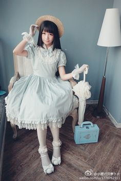 So cute! Love the pastel mint and the parasol. Sweet lolita fashion