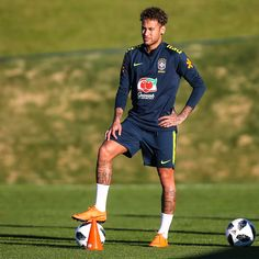 Guess who's back in training? Neymar Jr, God Of Football, Neymar Football, Psg, Everton, Alex Sandro, Gabriel Jesus, Daniel Alves, Neymar Brazil