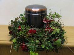 Urnenschmuck Floristik   urnenschmuck_kranz_rosen_efeu_5.jpeg