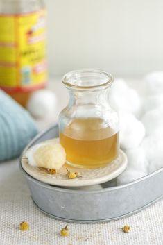 DIY: calming chamomile facial astringent / Faça você mesmo: adstringente facial calmante de camomila