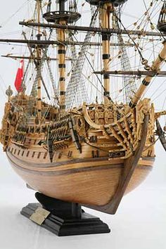 Detail photos of ship model HMS Prince. The ship was launched 1670 in Chatham as an English rate with 100 cannon. Model Sailing Ships, Old Sailing Ships, Wooden Model Boats, Wood Boats, Mercedes Stern, Scale Model Ships, Model Ship Building, Model Boat Plans, Prince