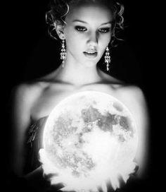 Artistic Theory If She has the moon in her hands, she can control the Earths ocean cycles. Then She has the Earth in her hands too - The Tres Chic You Are My Moon, Hippy Chic, Boho Chic, Moon Goddess, Moon Child, Stars And Moon, Sun Moon, White Photography, Erotic Photography