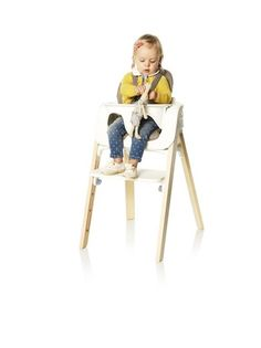 Your child can comfortably sit at the dining table and enjoy mealtimes with the rest of family with Stokke Steps Chair