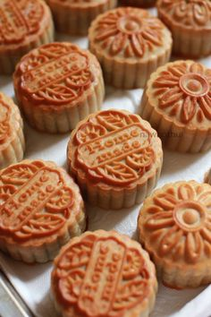 Mooncake, Chinese Food, Matcha, Lava, Festivals, Food And Drink, Cookies, Brown, Desserts
