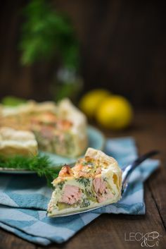 This time I have a spicy and fresh salmon zucchini quiche for you. Zucchini Tarte, Zucchini Quiche, Quiches, Kitchen Magic, Pizza, Sliced Potatoes, Quiche Recipes, Galette, Spicy