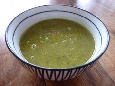 SOUPE DE FANES DE CELERI BRANCHES / fanes d'une botte de céleri-branches, 1 courgette, 1 oignon, 1 gousse d'ail, 2 carottes, sel, poivre. 1,5 litre de bouillon de légumes, 1 poignées de flocons de riz (ou de flocons d'autres céréales, pour épaissir) voir le site pour + d'infos