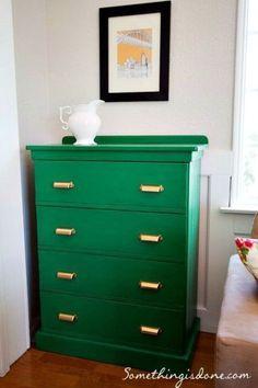 quieres conocer los secretos para pintar muebles de madera a todo color aqu tienes la gua definitiva para reciclarlos t mismo paso a paso y darles