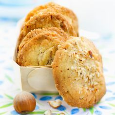 Découvrez la recette Cookies au chocolat blanc et aux noisettes sur cuisineactuelle.fr.