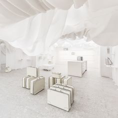 Valextra invites you to discover its new Milanese store concept. Created by internationally renowned, New York based architecture practice Snarkitecture, the installation affirms Valextra's strong bond with architecture and design.  Valextra Via Manzoni 3, Milano  T +39 02 99786060 – viamanzoni@valextra.com
