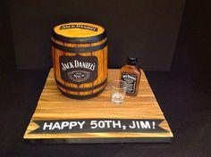 Jack Daniels Cake! 27th Birthday Cake, Funny Birthday Cakes, 21st Cake, 50 Birthday, Jack Daniels Torte, Jack Daniels Birthday, Liquor Cake, Cake Design For Men, Barrel Cake