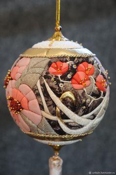 Christmas Tree Decorations, Christmas Bulbs, Holiday Decor, Crafts, Scrappy Quilts, Xmas Tree Decorations, Manualidades, Handmade Crafts, Diy Crafts