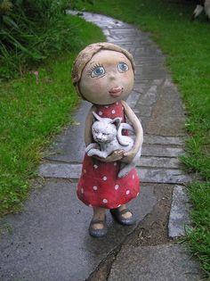 Terezka a její kočka (na objednávku) Ceramic Pottery, Ceramic Art, Clay Owl, Garden Totems, Paper Mache Crafts, Sculpture Clay, Ooak Dolls, Handicraft, Puppets