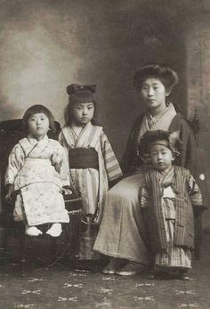 Mother and children. 1920's, Japan. Image via mudra51 on Flickr