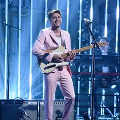 Niall Horan ♡ Purple Suits, Pink Suit, One Direction Harry Styles, Irish Singers, The Late Late Show, Perfect People, James Horan, Pink Pants, Outfits