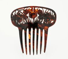 Comb three Japanese iris, Taisho Era (1912-1926), Small comb for a westernized Japanese hairstyle. Carved in a Tortoiseshell cherry, it is perforated three iris close-up. Art Nouveau artists like René Lalique will draw a lot of this design.