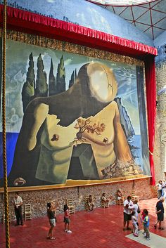 This is art on a grand scale in Dali's Museum, Figueres, Spain. Wassily Kandinsky, Figueras, Magritte, Land Art, Art Museum, Amazing Art, Fantasy Art, Street Art, Art Gallery