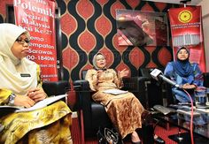 VITAL HISTORY: Daresah (centre), flanked by State Archives director Norsuriaty Awang Hassim (left) and National Archives director Yatimah Rimun, speaks at the press conference.
