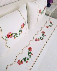 Thank you very much Kony for your choice of love # canvas . Thank you very much Kony for your love # Kanaviçedeğerlendir Up They kanaviçesev # Sift # # Göznur of Bed Sheet Curtains, Bed Sheets, Bed Cover Design, Diy Crafts Crochet, Pink Bedrooms, Sewing Material, Embroidery Patterns Free, Blue Quilts, Heirloom Sewing