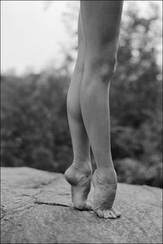Photographer Dane Shitagi created the Ballerina Project as an ongoing exploration of the elegant beauty of ballerinas. Ballerina Feet, Ballet Feet, Ballerina Project, Ballet Beautiful, Gorgeous Feet, Beautiful Things, Dance Photos, Dance Pictures, Vive Le Sport