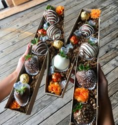 Chocolate Covered Treats, Chocolate Dipped Strawberries, Strawberry Dip, Strawberry Recipes, Edible Bouquets, Flower Box Gift, Cute Birthday Gift, Edible Gifts, Diy Gifts