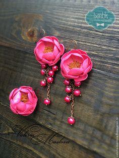 Комплект кольцо и сережки с цветами из полимерной глины розовые фуксия -