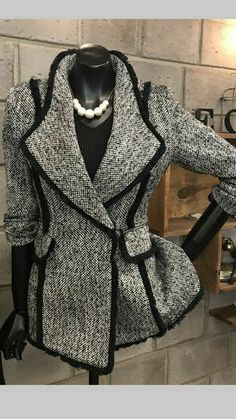 Super Ideas For Fashion Classy Elegant Blazers Look Fashion, Hijab Fashion, Winter Fashion, Fashion Dresses, Womens Fashion, Fashion Design, Trendy Fashion, Mode Chanel, Mode Hijab