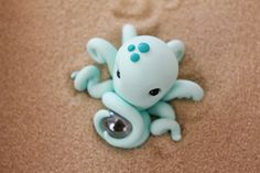 Polymer Clay Octopus Miniature Octopus Mini Clay by GnomeWoods Polymer Clay Animals, Cute Polymer Clay, Cute Clay, Polymer Clay Miniatures, Fimo Clay, Polymer Clay Projects, Polymer Clay Charms, Polymer Clay Creations, Clay Crafts