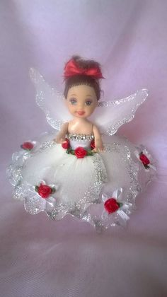 Barbie Kelly, Barbie And Ken, Nylon Flowers, Fabric Flowers, Barbie Dress, Barbie Clothes, Nylon Crafts, Crochet Barbie Patterns, Chelsea Doll
