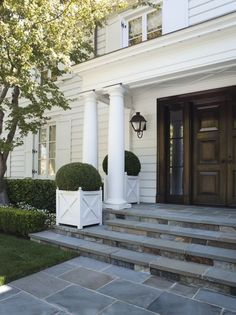 An American Country House - Design Chic porch steps Front Door Planters, Boxwood Planters, White Planters, Boxwood Landscaping, Cedar Planters, Square Planters, Landscaping Ideas, Front Porch Steps, Front Porches