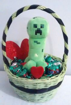 $30 @Ebay  Small Green MINECRAFT CREEPER Valentines Day Gift Basket #Minecraft Valentine Baskets, Valentine Day Gifts, Dry Fruit Basket, Valentine's Day Gift Baskets, Star Events, Spring Fever, Wine Gifts, Creepers, Small Businesses