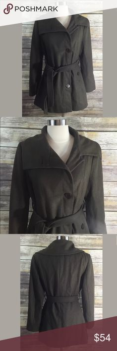 Nine West Coat Size 10 Olive Green Asymmetrical Measurements: in inches ❤️underarm to underarm: 20 ❤️length: 31 ❤️sleeve: 24 Good, gently used condition   Wool blend. Nine West Jackets & Coats Trench Coats