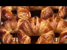 Thank you for listening this English version of the video on how to make croissants at home. Sorry for the English voice over, next time we will shoot direct. Bread Recipes, Cake Recipes, Small Cake, Vegetarian Recipes, Cannoli, Brunch, Food And Drink, Macarons, Biscotti