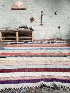 vintage kids furnitures , designer, lovely and curious things for adults and for kids. Moroccan Interiors, Stylish Apartment, Cool Rooms, Kilim, Kids Furniture, House Styles, Interior Styling, Home Decor, Contemporary Rug