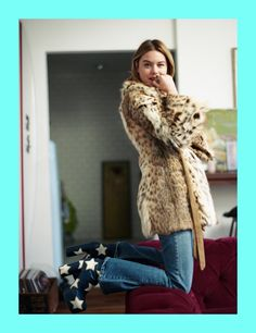 Camille Rowe in leo jacket, blue denim and Bowie star shoes. Indie Fashion, Vintage Fashion, Fashion Outfits, Fashion Trends, Wild Fashion, Bohemian Style Dresses, Gypsy Style, Camille Rowe Style, Indie Mode