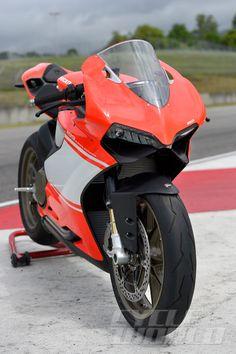 2014 DUCATI 1199 SUPERLEGGERA EXCLUSIVE FIRST RIDE