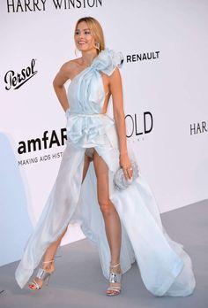 Cannes 2017 : Petra Nemcova montre (encore) sa culotte