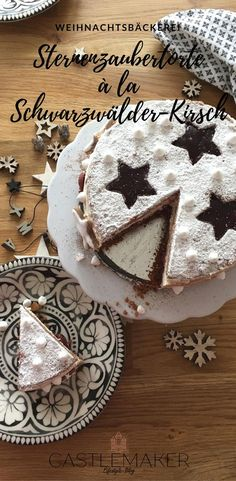 Diese köstliche Weihnachtstorte ist perfekt für alle Freunde von Spekulatius, Lebkuchen und Kirschen. Sie ist an eine Schwarzwälder-Kirsch-Torte angelehnt, aber doch ganz anders. Spekulatiusboden, Lebkuchenboden, Kirschpudding sowie Marzipancreme bilden eine köstliche Einheit. Das genaue Rezept gibt es auf meinem Blog. #weihnachten #rezepte #christmascake #weihnachtstorte